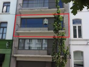 Gerenoveerd appartement te Aalst, bestaande uit living, geïnstalleerde keuken, hall, 2 slaapkamers, ingerichte badkamer, berging, aparte WC en te