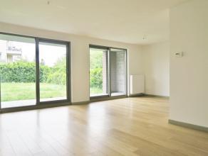 """beschrijvingAppartement (ca 96 m²) gelegen op het gelijkvloers van """"Residentie Claes"""" nabij het centrum van Mortsel. Woonkamer (ca 34m²) op"""