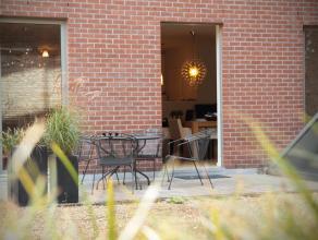 beschrijvingAppartement (104 m²) op het gelijkvloers gelegen op het Eilandje recht tegenover het Park Spoor Noord. Woonkamer met open keuken met