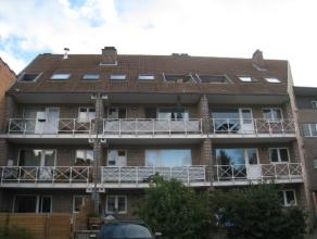 Duplex appartement met drie slaapkamers en 2 terrassen, gelegen op de tweede verdieping nabij centrum Heverlee, op wandelafstand van het station.  H