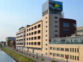 """Zuidpoort, zeer moderne kantoorruimte te koop, in de voormalige gekende """"Belgacom-stie""""in het centrum van Mechelen.   De kantoren worden casco verko"""