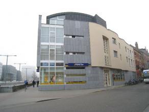 Bemeubelde dakstudio met terras gelegen vlakbij het station van Leuven.  Deze studio bestaat uit een leef-/slaapruimte met een kitchenette (twee ele