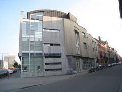 Bemeubelde studio gelegen vlakbij het station van Leuven.  Deze studio bestaat uit een leef-/slaapruimte met een kitchenette (twee elektrische kookp