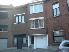 Gezellig appartement met twee slaapkamers gelegen op de 1ste verdieping nabij het centrum van Leuven.  Dit appartement bestaat uit een inkomhal met