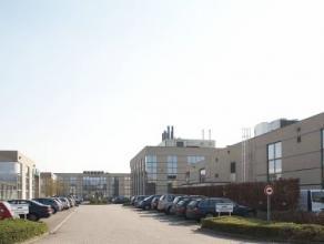 Zeer mooie kantoorruimte te huur en instapklaar. Ideaal gelegen op het industrieterrein van Mechelen.  Er bestaat tevens mogelijkheid om burelen in