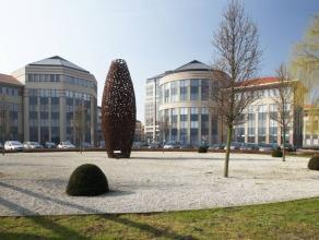 Zeer mooie kantoorruimte te huur en instapklaar. Ideaal gelegen in het industrieterrein van Mechelen.   In het kantorenpark werd tevens een restaur