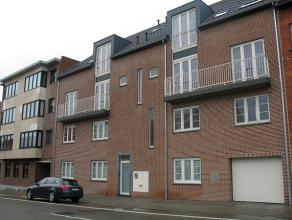 Modern (2011) duplex appartement met twee slaapkamers, kelder en garage gelegen aan de Tiense stadsrand.  Dit appartement is gelegen op de tweede ver