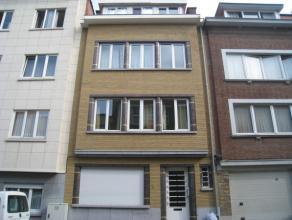 Zeer goed gelegen en mooi gerenoveerde studio te Leuven nabij de Naamsepoort!  De studio bestaat uit een leef-/slaapruimte met kitchenette (voorzien
