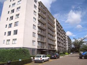 Bemeubelde studio in het centrum van Heverlee.   De studio is gelegen op de vijfde verdieping en heeft een panoramisch zicht over Heverlee.  De st