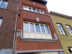 Volledig gerenoveerde 1-slaapkamer flat gelegen op de eerste verdieping in een klein appartementsgebouw.  De flat bestaat uit een lichtrijke leefrui