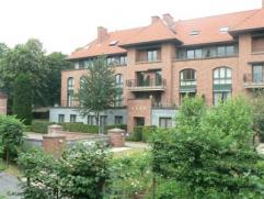 In het Keizershof ligt deze mooie, volledig bemeubelde studio met eigen terras en tuin. Heel rustige centrale ligging vlakbij Gasthuisberg.  Op wande