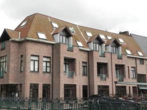 Ruime serviceflat gelegen in residentie 'Hof van Villers', op een toplocatie in het hart van Mechelen langs de oevers van de Dijle.   Indeling : Ha