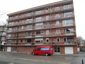 Ruim recent gerenoveerd appartement met twee slaapkamers nabij Gasthuisberg, gelegen op de vierde verdieping.  Dit appartement bestaat uit een inkom