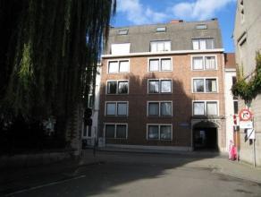 Goed gelegen studio/flat in het centrum Leuven (openbaar vervoer, winkels, ontspanningsmogelijkheden op wandelafstand) gelegen op de 1 ste verdieping(
