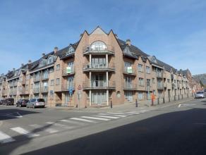 Heel ruim en comfortabel appartement (144 m² + terras en twee balkons) met drie slaapkamers, badkamer en douchekamer, twee toiletten en aparte ga