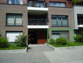Gezellig, gelijkvloers appartement met 2 slaapkamers op een uiterst rustige ligging binnen de ring.  Het appartement bestaat uit een aangename inkom