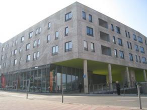 Trendy nieuwbouw appartement met 2 slaapkamers gelegen aan het centrum van Leuven, vlak bij het station.   Het appartement bestaat uit een inkomhal,