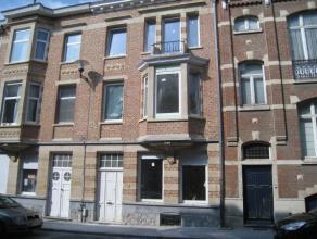 Zeer mooi, nieuwbouw flat met groot terras in het centrum van Leuven.  Het appartement werd gerenoveerd met behoud van de authentieke elementen.