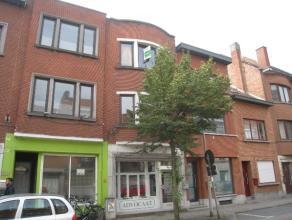 Op wandelafstand van het station van Leuven bevindt zicht dit handelshuis dat momenteel dienst doet als kantoorruimte en een twee slaapkamer apparteme
