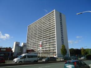Op de 15de verdieping gelegen appartement met 2 slaapkamers en groot terras.  Vanop het appartement heeft u een prachtig, panoramisch zicht over Leu