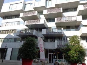 Prachtig en uniek gelegen appartement in het centrum van Leuven met een bewoonbare oppervlakte van ca. 100 m², gelegen op de vierde verdieping.<b