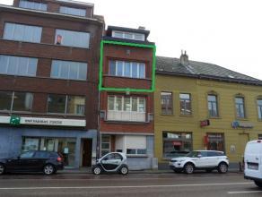 Volledig gerenoveerde flat met 1 slaapkamer én terras gelegen op de 2de verdieping in een klein appartementsgebouw. <br /> <br /> Via de gemeen