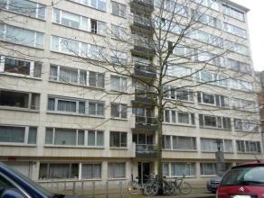 Leuk appartement met twee slaapkamers gelegen op de 6de verdieping in centrum Leuven.<br /> <br /> Dit appartement bestaat uit een ruime woonkamer met