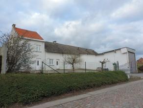 Te renoveren woning (145 m²) met magazijnruimte (205 m²: uitbreidingsmogelijkheden) op een perceel van 10a 29ca gelegen op een mooie locatie