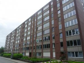 Goed gelegen appartement met 2 slaapkamers gelegen op de 2de verdieping!<br /> <br /> Het appartement bestaat uit een inkomhal met een gastentoilet, e