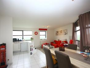 Goed gelegen appartement op de bovenste verdieping, prachtig uitzicht. Het appartement beschikt over drie slaapkamers, terras, een open keuken, badkam