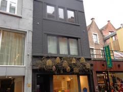 Info en bezichtigingen: mail filip@immodetiege.be  Centrum Leuven (nabij Oude Markt). Studio met volledig nieuwe ingerichte keuken, en badkamer met