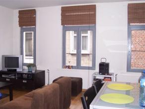 Info en bezichtiging: mail filip@immodetiege of bel 0476/888414  Mooi volledig vernieuwd duplexappartement met 1 slaapkamer gelegen in verkeersarme