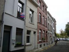 in centrum Mechelen aan de jachthaven en op wandelafstand van de Vismarkt, vindt u deze stijlvolle en instapklare rijwoning met 2 slaapkamers. Verder