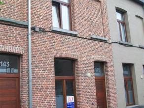 Info en bezichtiging: filip@immodetiege.be of 0476/888.414.  Stijlvol gerenoveerde stadswoning met 3 slaapkamers, ZW-gerichte plantenkoer + balkon o