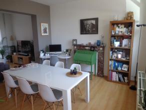 Zeer mooie woning in perfecte staat met een grondoppervlakte van 01a57ca. Deze woning omvat een volledig geïnstalleerde moderne keuken, aangenam