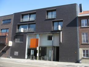 Ideaal gelegen appartement met twee slaapkamers.Het prachtige appartement met veel lichtinval beschikt over een inkomhal met ingebouwde kasten, een gr