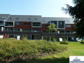 Uitzonderlijk mooi duplex appartement, gelegen in nieuwbouwproject. Nabij het centrum van Leuven en de Sportoase. Indeling: inkomhal, wc, volledig ge&