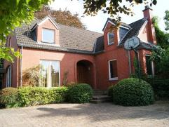 Prachtig gelegen villa op 9a 39ca met mooie oppervlaktes en multifunctionele ruimte op het gelijkvloers die eventueel kan dienen tot het uitoefenen va