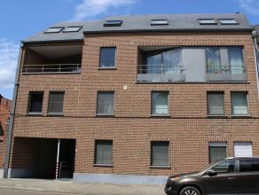 Recent en ruim appartement (117 m²) met 3 slaapkamers en uitzonderlijk groot en zonnig terras  (30 m²) georiënteerd op het W en met zic