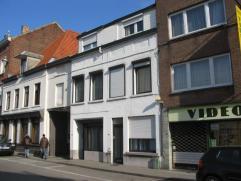 Charmant en gezellig, achterin gelegen woning,met zonnige zuid gerichte stadstuin gelegen in het centrum van Leuven. Bestaande uit : inkomhal, 3 slaa