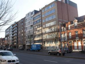 Zeer ruim appartement met 3 slaapkamers, ruime living met veel licht. Terras aan de achterkant, zeer mooi uitzicht over gans Leuven. 2 badkamers en in
