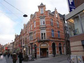 Tof en mooi gerenoveerd appartement met een prachtig zicht op de Diestsestraat.  Bestaande uit een ruime living, volledig ingerichte keuken, een bad