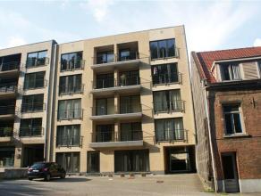 Mooi en ruim appartement bestaande uit 2 slaapkamers, 2 terrassen (voor & achter), open/ingerichte keuken, living en badkamer.  2 staanplaatsen