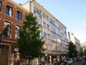 Volledig vernieuwd appartement gelegen in het volle centrum van Leuven.<br /> <br /> Het appartement bestaat uit 2 slaapkamers, een lichtvolle leefrui
