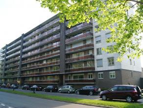 Gerenoveerd appartement op wande/fietsafstand van centrum Leuven!<br /> Bestaande uit inkomhal, living met eetplaats en ruim terras, keuken met toegan