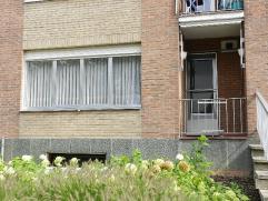 Modern gerenoveerd appartement met kelder en garage. Omschrijving: Inkomhall, berging, 2 slaapkamers, toilet, badkamer, living, geïnstalleerde ke