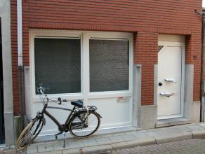 Studioappartement gelegen in het centrum van Lier, doch in een zeer rustige straat.Het appartement werd volledig gerenoveerd en bestaat uit een leefru