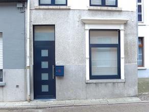 Rustig gelegen woning , 2 slpkrs + zolder kamer, stadskoer in een straat tussen de Vesten en 't Looks, nabij het historisch centrum. Inkomhal, bureel,