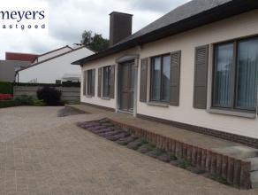 Mooie instapklare villa nabij het centrum van Opglabbeek op een perceel van 09a66ca (OB). De woning werd stipt onderhouden met mooi aangelegde tuin, t