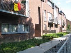 Recent modern duplex-appartement in het centrum van Pellenberg. indeling: nkomhal met wc, ruime living met veel lichtinval en terras, open volledig